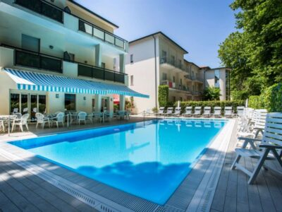 Viaggiare bene hotel Athena a Cervia piscina scoperta