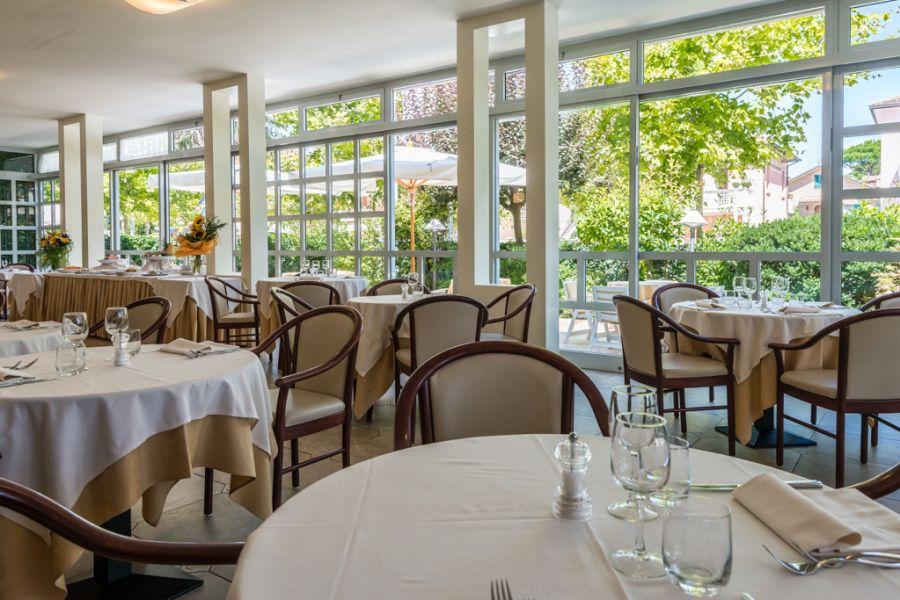 Viaggiare bene hotel Athena a Cervia ristorante