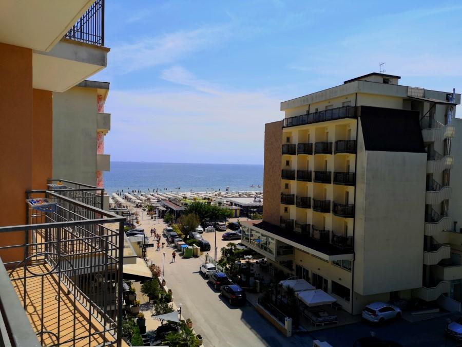 viaggiarebene-hotelmiragemilanomarittima-balcone-mare-live