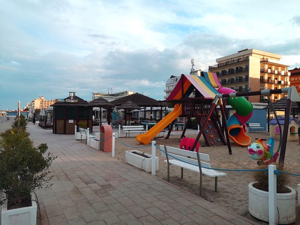 viaggiarebene-hotelmiragemilanomarittima-giochispiaggia